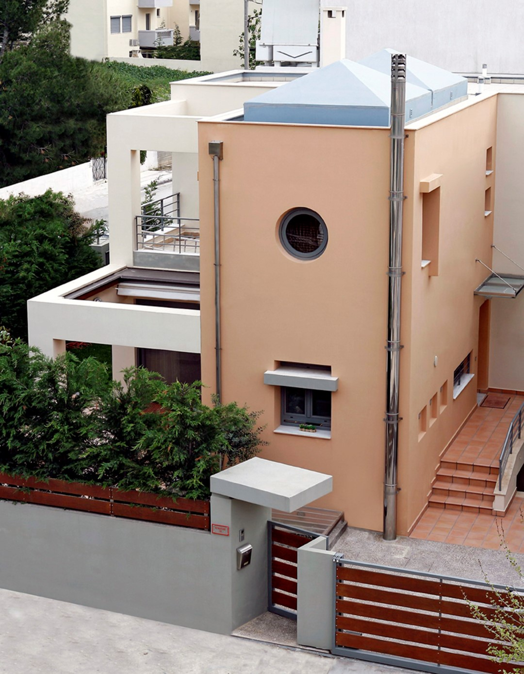 Διώροφη Μονοκατοικία με Υπόγειο στο Μαρούσι Αττικής